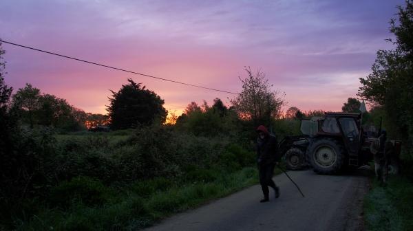 Barricade NDDL ZAD Tracteurs Paysans Résistants