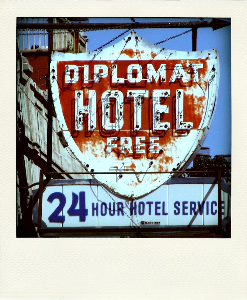 Poladroid: 24 Hour Hotel Service