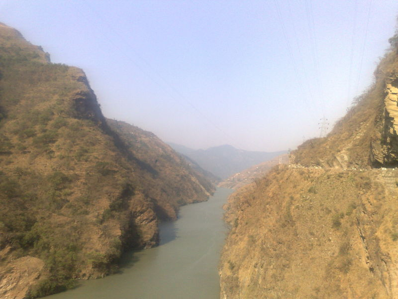 View of river beas while travelling towards kullu