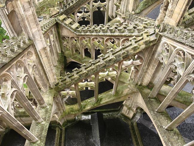 cathédrale Orléans arcs boutants toit