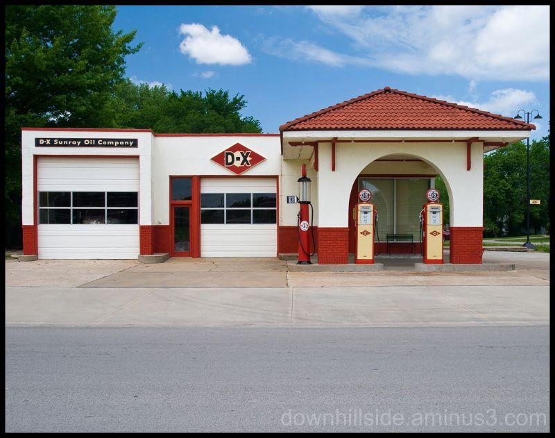 Vintage DX Service Station
