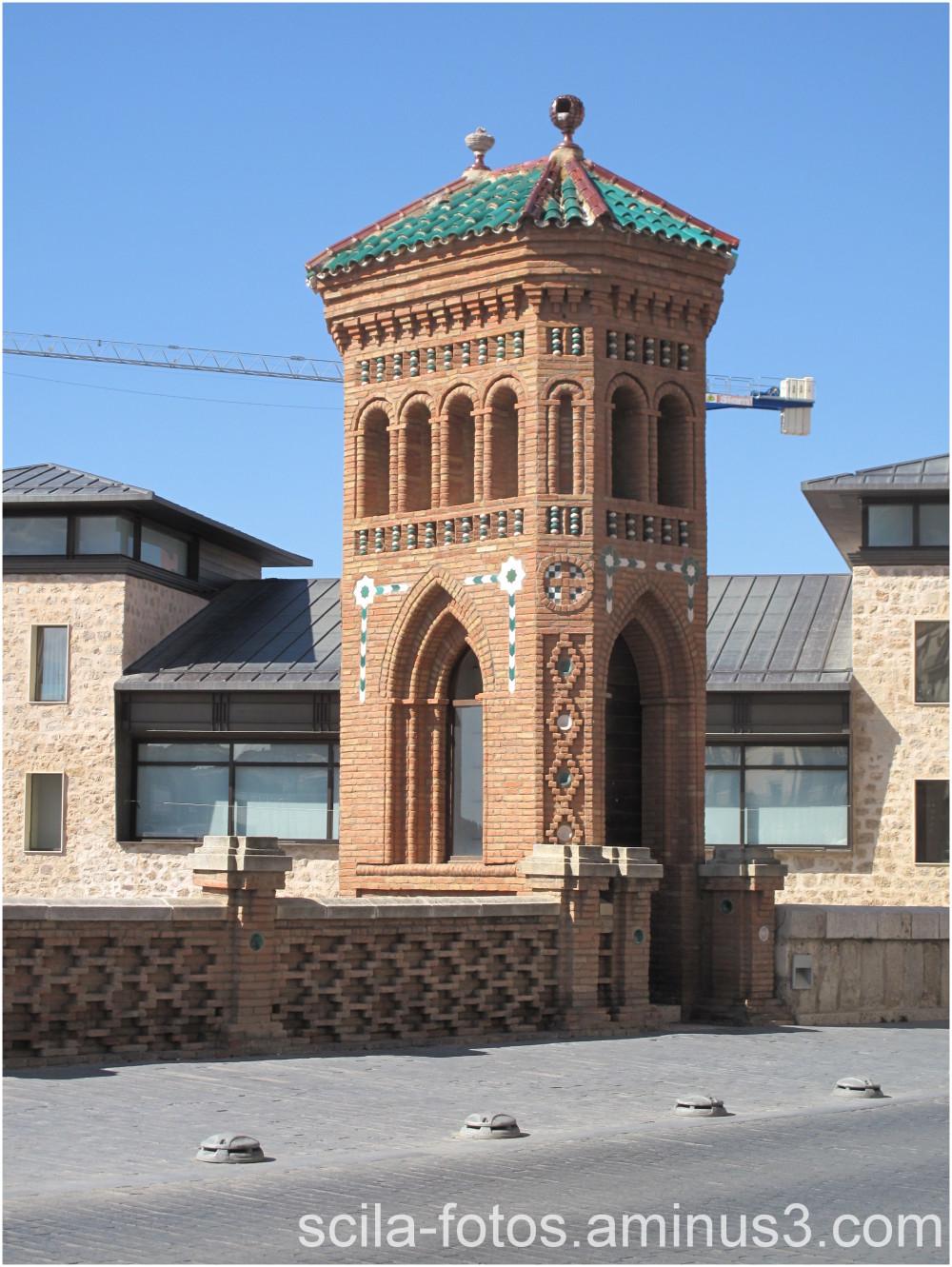 Torre policromada