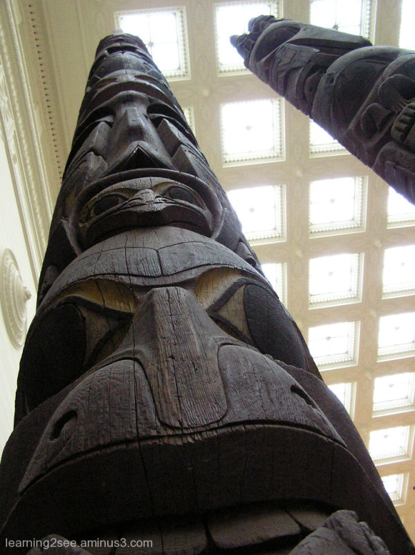 Indian totem pole at Chichago's Field Museum