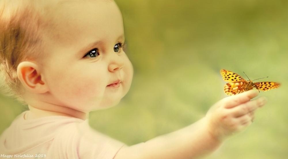 La petite fille et le papillon