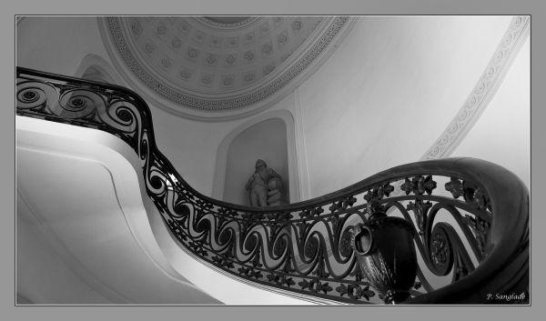 Escalier au ministère de l'éducation à Paris