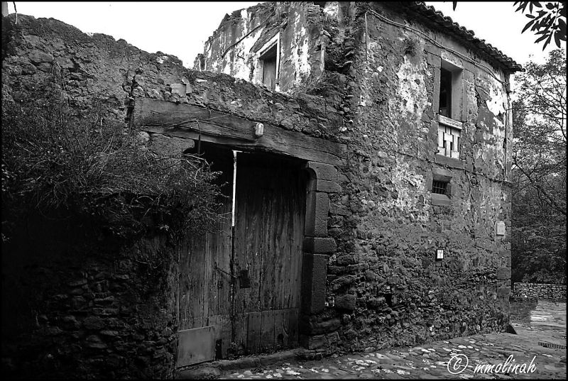 Old & ruin house in a litle town
