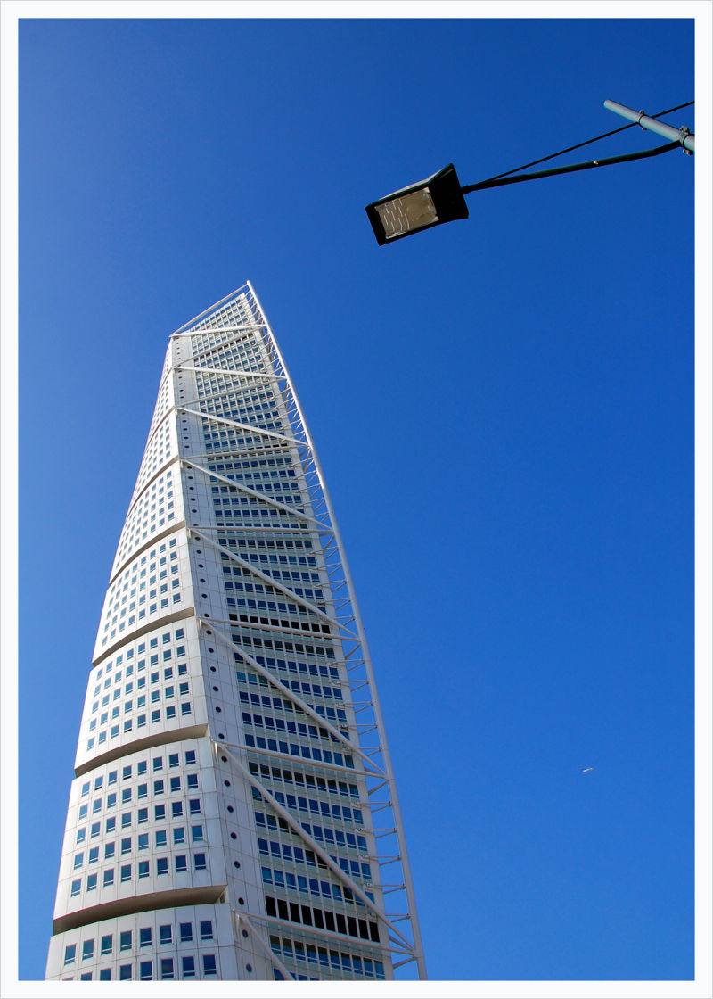 Flight T146 passing Turning Torso