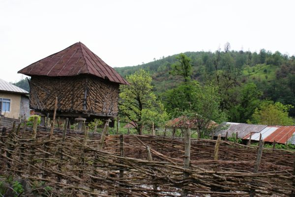 kandooj( a place for storing rice)