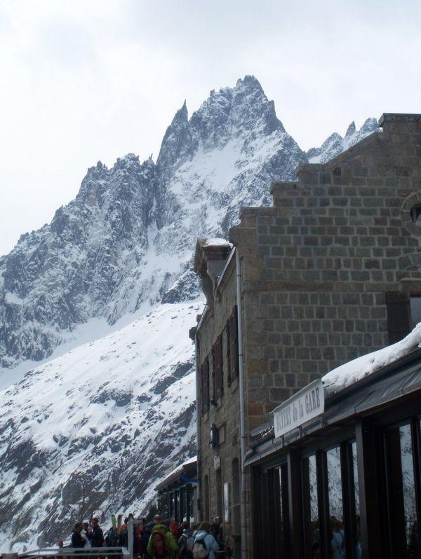 Cerca la montana Mont-Blanc en Francia