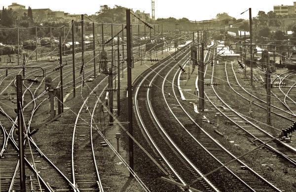 rails en gare d'aubagne