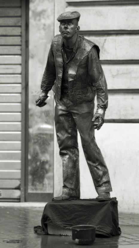 homme statue à marseille