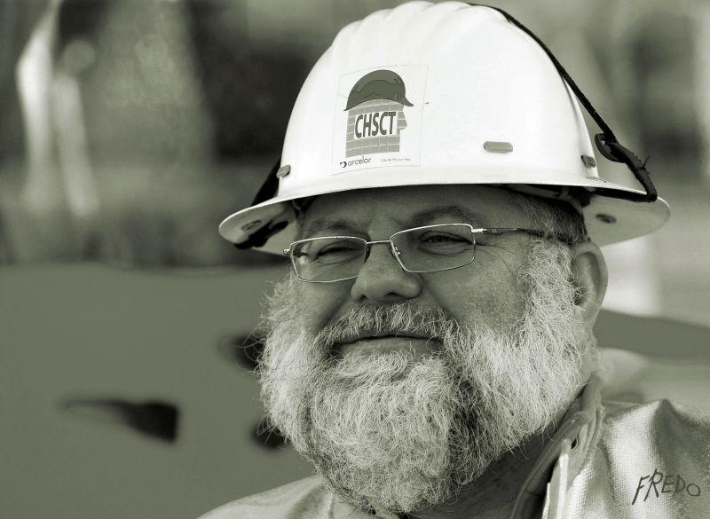 ouvrier avec casque