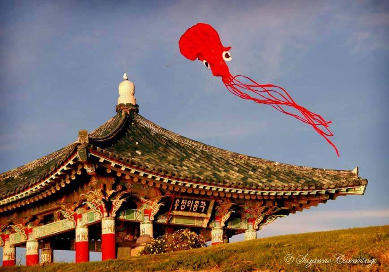 Korean Bell of Friendship, California, Chinese kit
