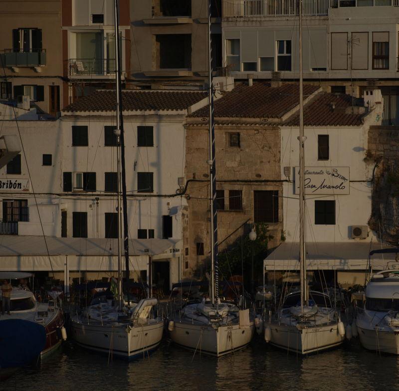 contrasts: port de Ciutadella