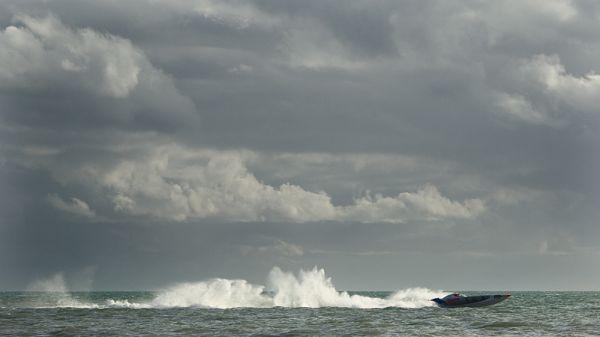power boat speed sea wave darren marks