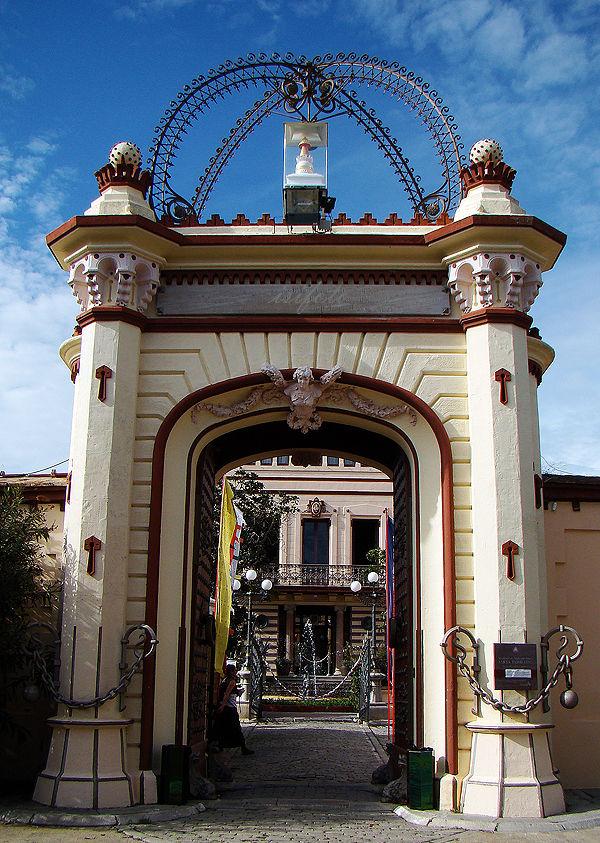 Entrada,(Palau Novella)