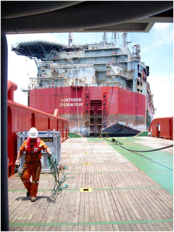 sea work ship oil