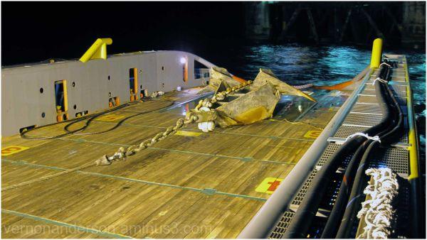anchor sea oil rig