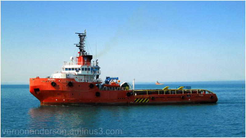 anchor handler indian ocean oil rig