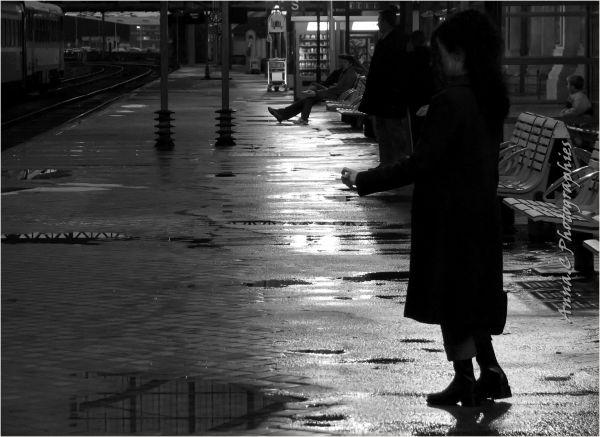 Ou quelqu'un à attendre sur un quai de gare...