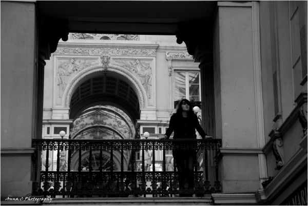 Juliette moderne à son balcon