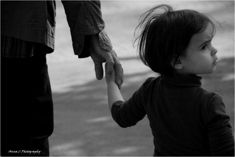 Prendre un enfant par la main...