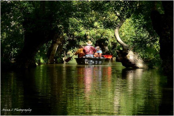 Balade familiale en barque
