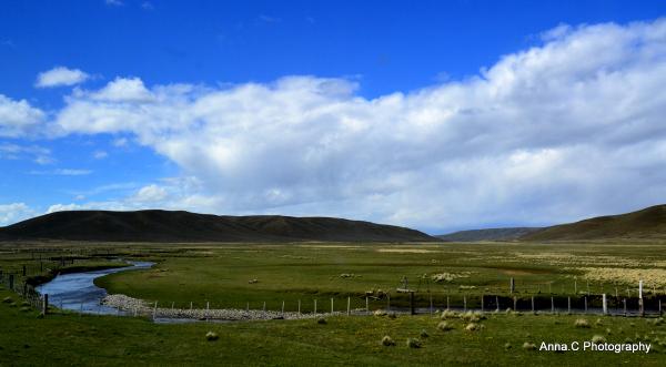 Tierra del Fuego # 5/6 au milieu coule une rivière