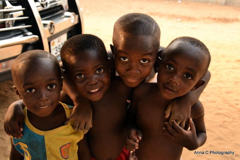"""[i]"""" photos intentions """" Theme : Humanité, enfance, partage, sourire, espoir, complicité...  Humanity, childhood, sharing, smile, hope, complicity...[/i]"""
