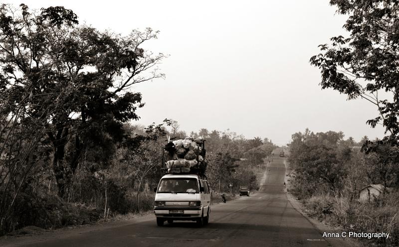 Sur la route de Kara / Taxi Brousse