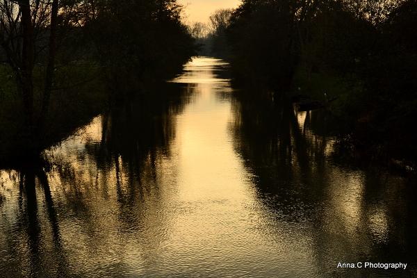 Dernières lueurs sur la rivière