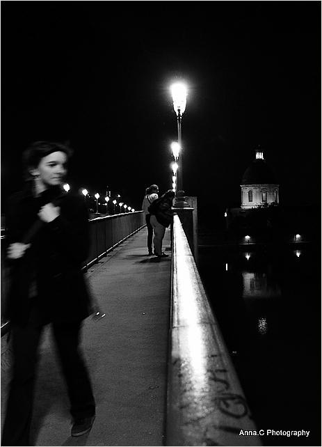 Une passante dans la nuit