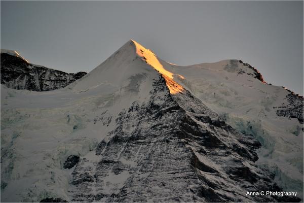 Soleil couchant sur la montagne