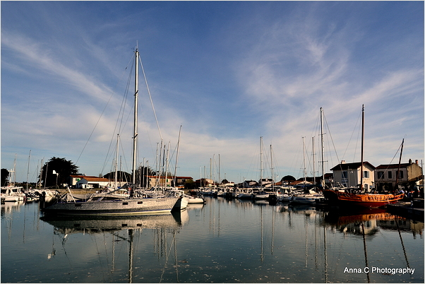 Fin de journée dans le port d'Ars