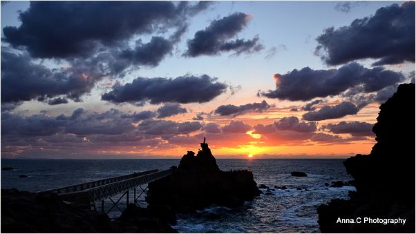 Coucher de soleil sur le Rocher de la Vierge