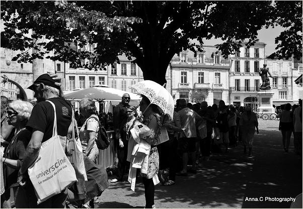 L'attente sous l'ombrelle