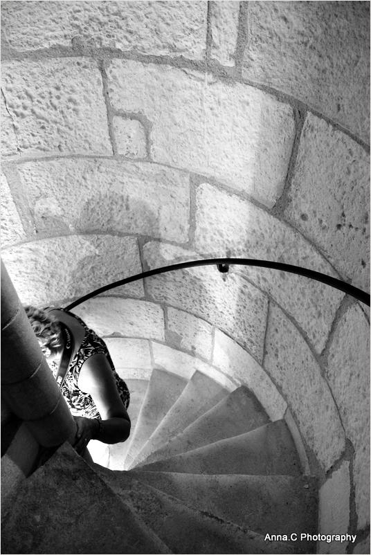 Dans les escaliers en colimaçon