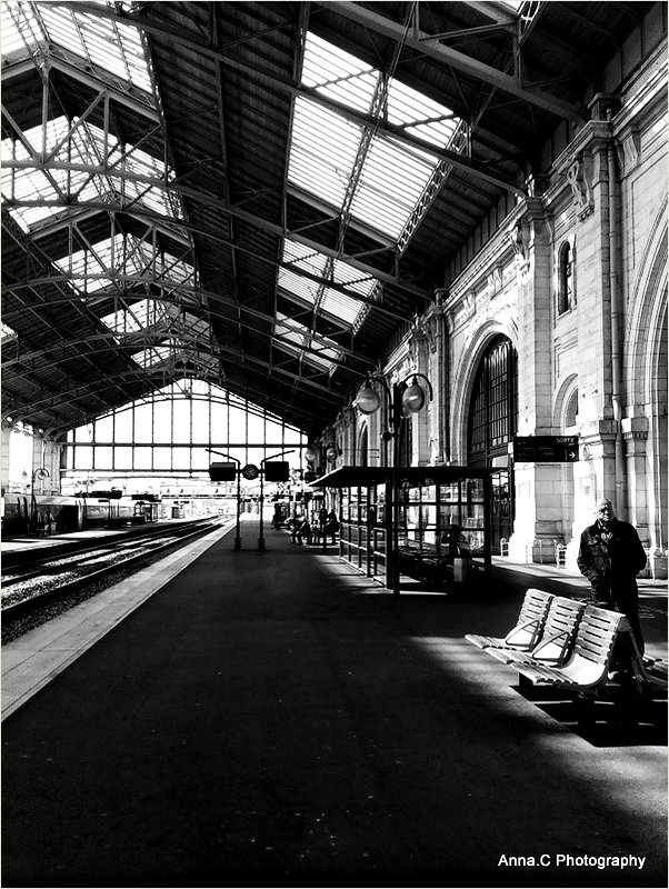 Attente à  la gare