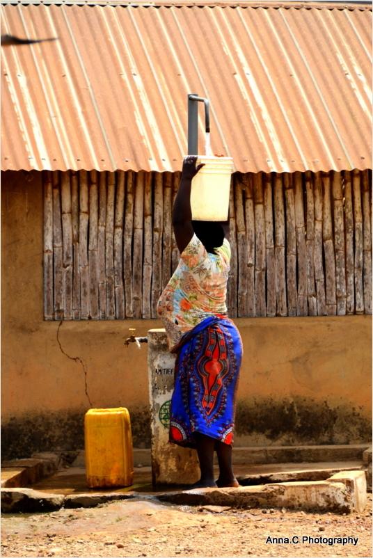 Corvée d'eau / Journée Internationale des Femmes