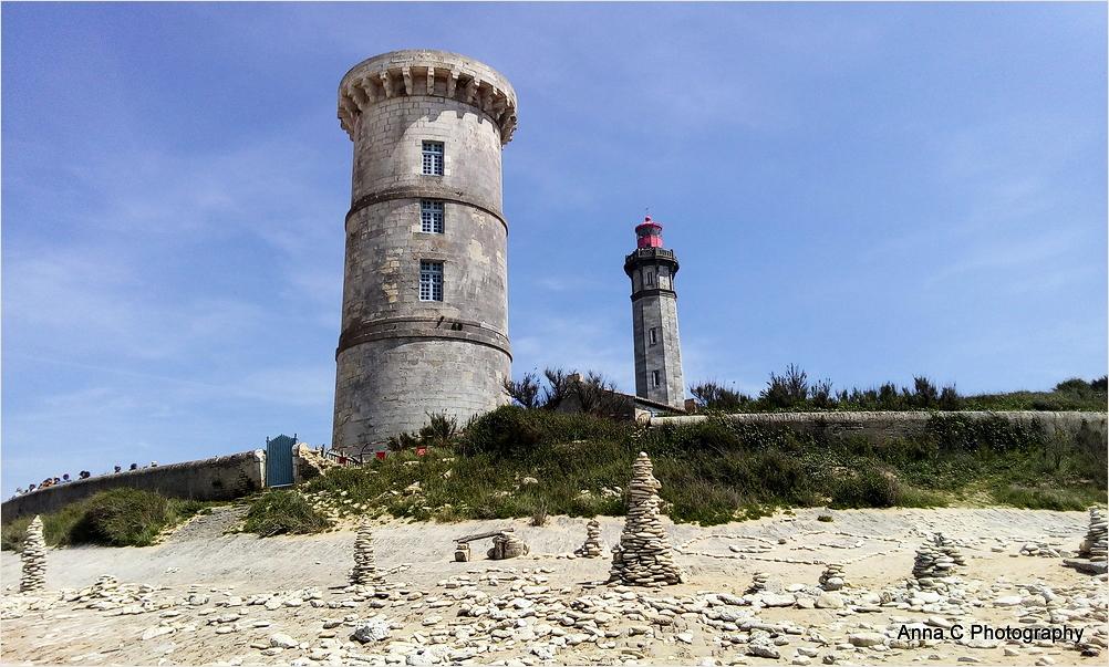 Le phare des baleines et la vieille tour