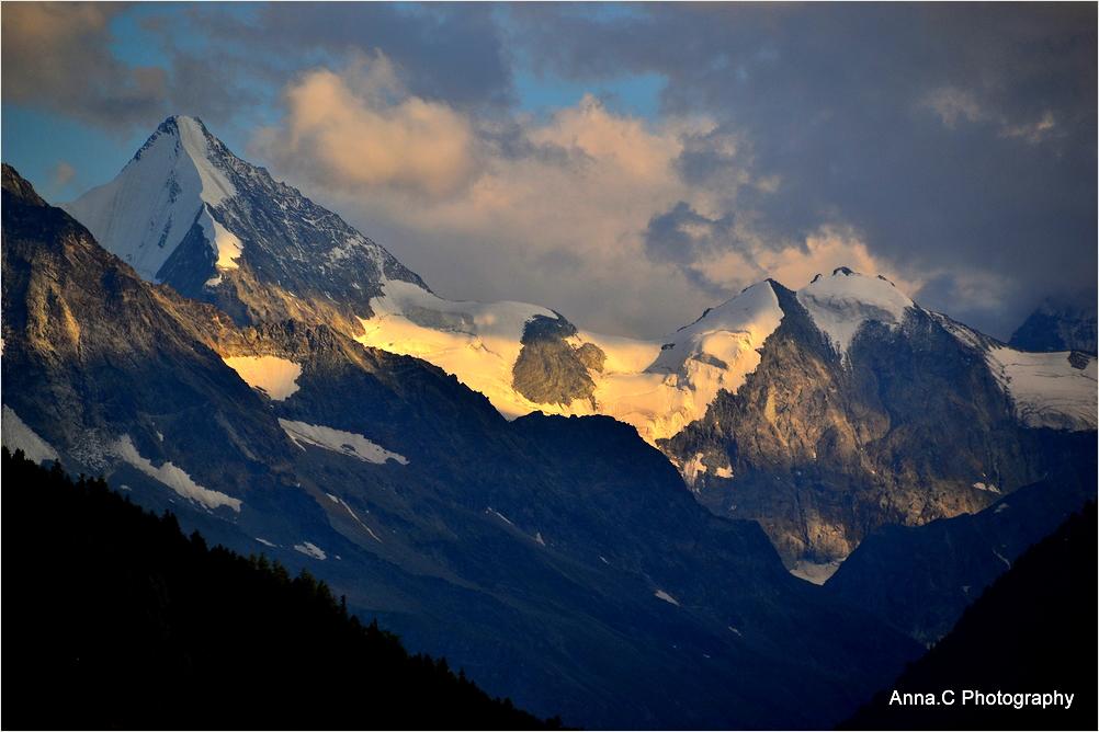 Lumière du soir sur la montagne