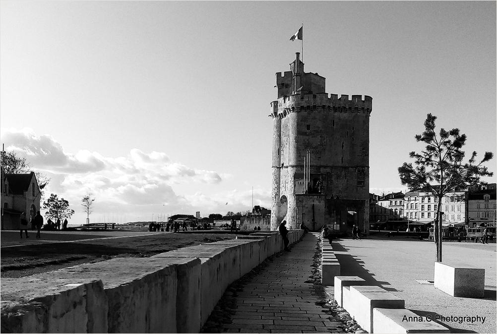 Je t'attends devant la tour Saint Nicolas
