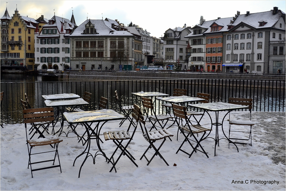 Café les pieds dans la neige
