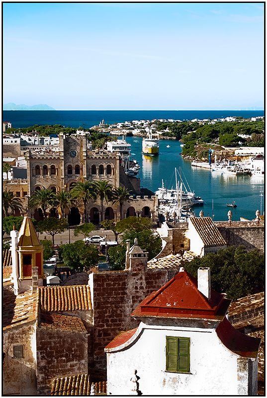 Ciutadella, port ajuntament menorca ciutat  barco