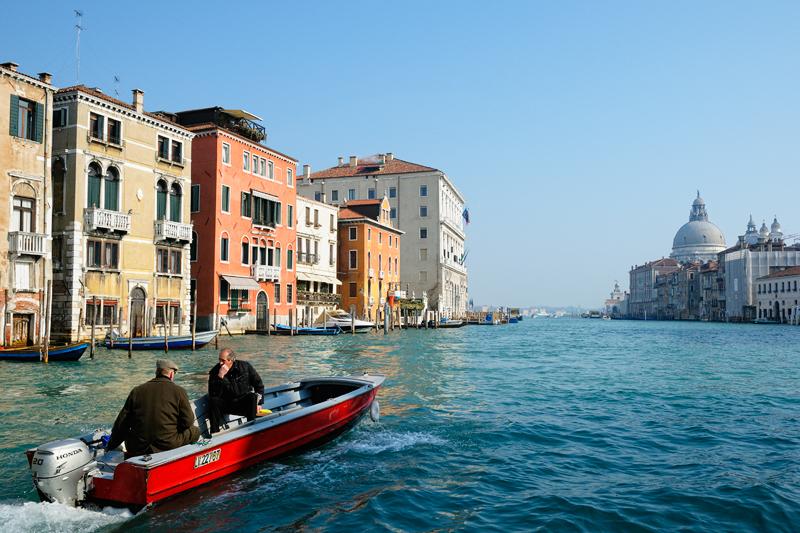 Venise - Discussion en chemin