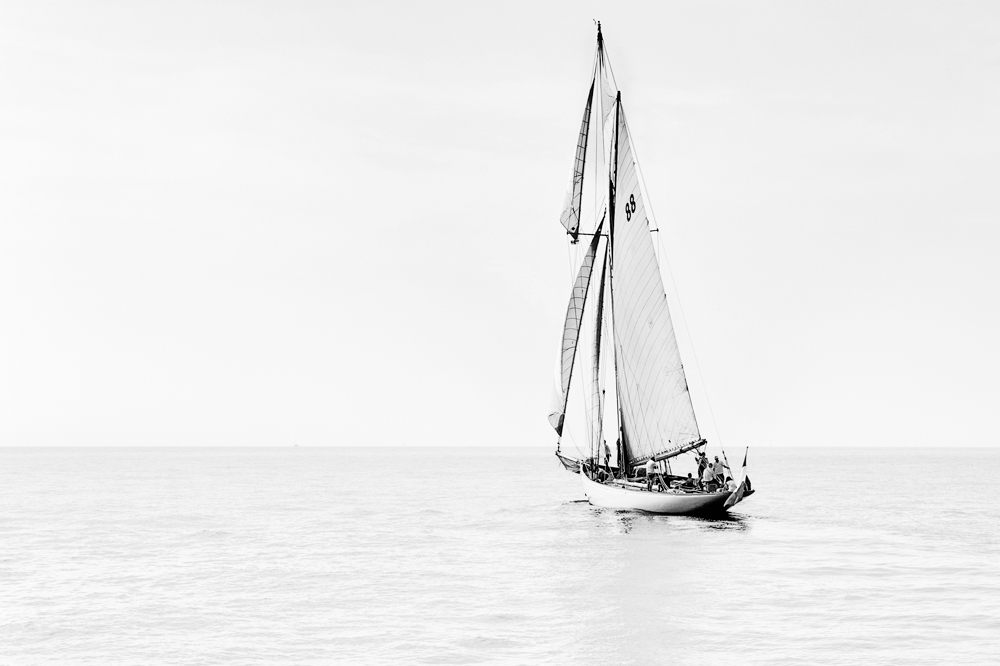 boat sea white nice baiesdesanges bw