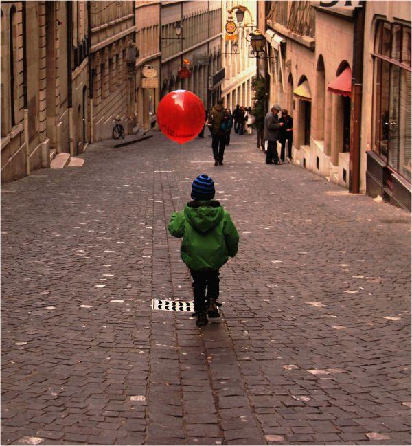 L'enfant au ballon rouge