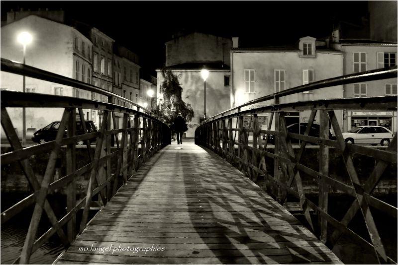 Traverser le pont pour retrouver St-Nicolas! :o)