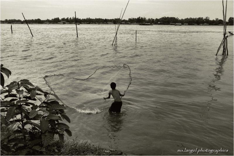 Le petit pêcheur au filet
