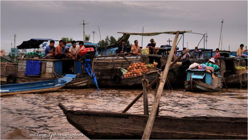 Marché flottant sur le Mékong